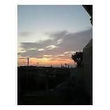 『会社の窓から見た夕焼け』の画像