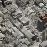 『棺から離れられない犬:イタリア中部地震』の画像