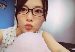 【朗報】白石麻衣インスタ開設キター!!!まいやんのオフショット満載らしいwww