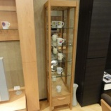 『【北欧テイスト・日進木工のテーブルとチェア2011】 Natural Brownシリーズのキュリオケース スリム』の画像