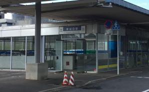 空港の敷地内にある東成田駅