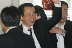 菅首相、お前らが昨日叩きまくったせいか、ラーメン店で夕食