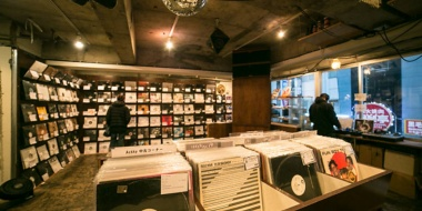 【音楽】全米レコード協会 アナログレコードが33年ぶりにCDを上回る売り上げを記録するだろうと報告www