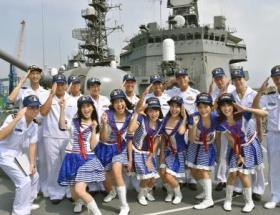 海上自衛隊が「JKT48」のメンバーらと交流wwwwwwwwwwwwwwwww