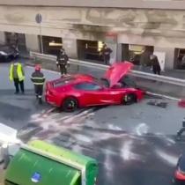 イタリアのサッカー選手のフェラーリが盛大にクラッシュしてしまった件www