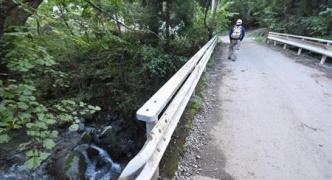 小1女児不明現場に大きな被害 川が氾濫、林道も舗装がめくれ上がり通行できず【山梨】
