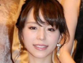 平野綾さんがインスタグラムでご自身のパンティを大公開