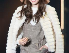 【悲報】「美魔女」こと白石麻衣さん東京ガールズコレクションにて40代の貫禄を披露