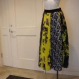 『MSGM(エムエスジーエム)ミックスプリントプリーツスカート』の画像