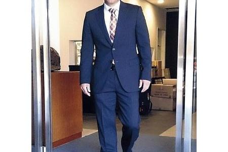 巨人金城、最初が肝心とスーツで初のG球場 小関コーチが出迎える alt=