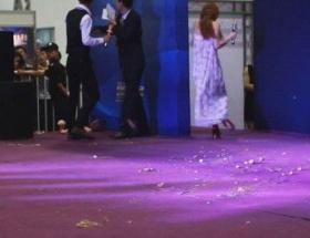 AV女優が中国で卵やペットボトルを投げつけられる
