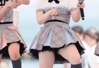 【画像】この女の子は太ってる?それともムチムチの範囲?