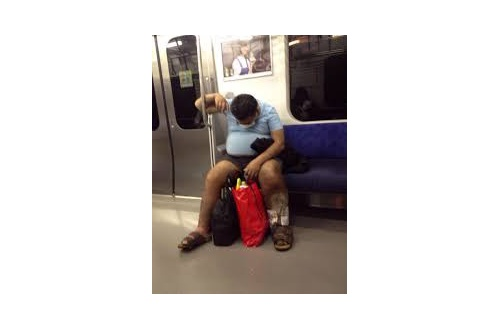 新宿駅西口に左足壊タヒニキwwwwwwwwwwwwwwwwwwのサムネイル画像