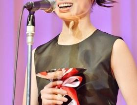 橋本環奈、歴代最年少15歳で「ジュエリーベストドレッサー賞」受賞