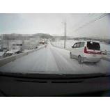『積雪で、ノーマルタイヤのバカが次々自爆しているらしい。』の画像