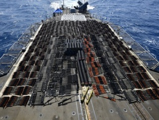 【緊急】画像 米国、中国製の1個師団相当の銃火器やロケランを運搬していた謎の船を拿捕