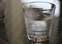 ワイ「一人暮らしなんて飲み物水道水だけでええやろ」