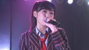 渡辺麻友さん(20)ツインテールで公演に登場
