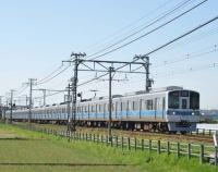 『垣間見た小田急電鉄の帯色変更と前照燈LED化事情』の画像
