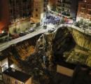 イタリアのローマで大規模な地盤沈下 家数軒と車6台が10mの穴に飲み込まれる 奇跡的に死者は無し