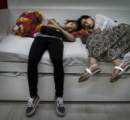 【画像】IKEAでくつろぐ中国人をご覧ください。