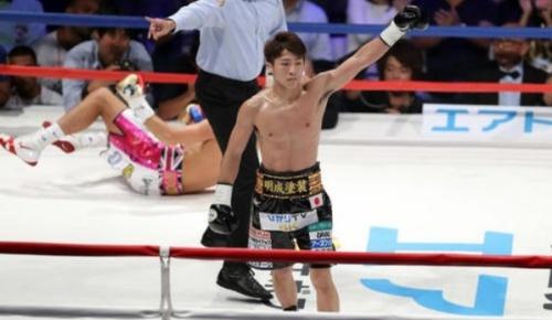 井上尚弥が初回TKOでマクドネルを破り世界3階級制覇(海外の反応)