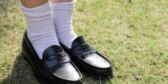 娘の足は4Eでローファーがきついらしい。柔らかくて履きやすいウォーキングシューズを買おうとしたんだけど、そこの店員の言葉が…