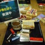 友人がファミレスの喫煙席で手巻きタバコを作ってた結果www