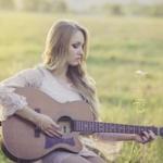 ギターを趣味にしたいんだけど安い物(1万くらい)から始めるべきか高い物(5万くらい)を最初に買っちゃうべきかどっちがいいんだろう?