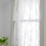 『小窓に簡単にフィットさせるカーテンの取り付け方』の画像