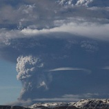 『メキシコのポポカテペトル山噴火』の画像