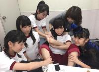 【AKB48】高橋朱里、後輩に全身を弄られまくるwww