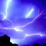 【動画】中国、まるで映画の視覚効果のようなもの凄い「稲妻」が夜空を駆け巡る! [海外]