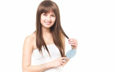 『髪が傷んで静電気バチバチ!!髪をサラツヤにするドラッグストアで買えるシャンプー』の画像