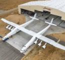 ロケットをつり下げて離陸・打ち上げ可能な超巨大ロケット打ち上げ飛行機「Roc」が初公開
