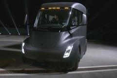 テスラ「ガソリン車を正面から駆逐する」