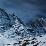 【画像】登山家、仲間が死んだ場合、谷底に突き落とす←これ・・・・