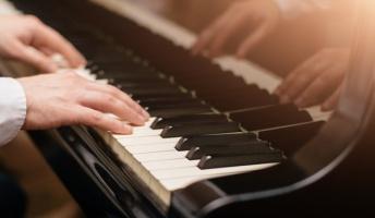 神様「こいつに地球一のピアノの才能与えたのに全然ピアノに興味しめさねえな・・・」