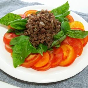 トマトとバジルのひき肉サラダ