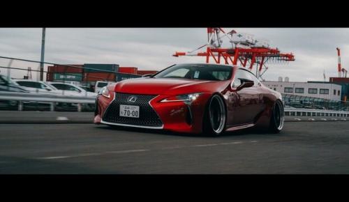 東京で撮影されたレクサスLC500のカスタムカーが美しいと話題に