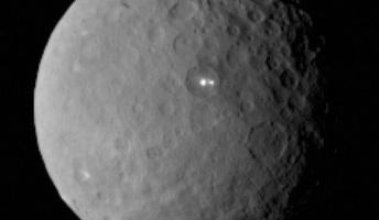 【画像】準惑星セレスに謎の2つの光点 異星人が植民活動か