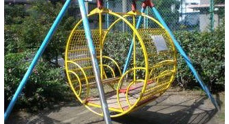 [悲報]ワイ、ポケモンGOをやりにガキの頃遊んでいた公園に行き無事タヒ亡