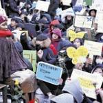 韓国の学生らが元慰安婦の追悼式を開く!「日韓合意は全面無効!」「日本政府は法的賠償せよ!」