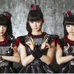 【悲報】BABYMETALの東京ドーム公演がおっさんのコスプレ大会