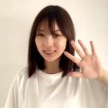 『【動画あり】大胆すぎる…www 与田祐希さん、Tシャツの隙間から脇が全開にwwwwww【乃木坂46】』の画像