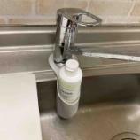 『《【ダイソー】洗剤ボトルホルダーで水回りスッキリがかなう》』の画像