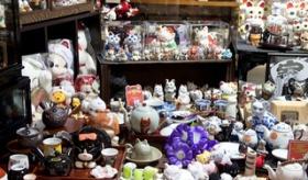 【オタク文化】    日本の老婦人の 40年かけて集めた 「猫グッズ(1万点以上)」が   やべええええええ!!   海外の反応