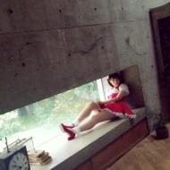 朝長美桜、セクシーキュートなミニスカメイド服で狭いところにwwwwwww【画像あり】 アイドルファンマスター