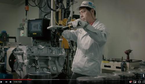 日産GT-Rのエンジンを手作りで作り上げる「匠」が素晴らしいと海外感動