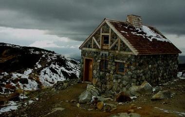 『小学校の担任から聞いた山小屋の怖い話』の画像